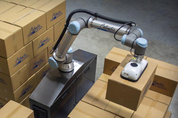 Columbia/Okura miniPAL® collaborative robot lifting boxes