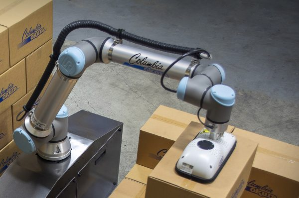 Columbia/Okura miniPAL® collaborative robot lifting boxes